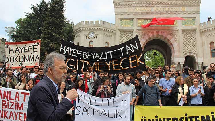 Bölünme Kararına İtirazlar Büyüyor: İstanbul Üniversitesi'nde Açık Hava Dersi