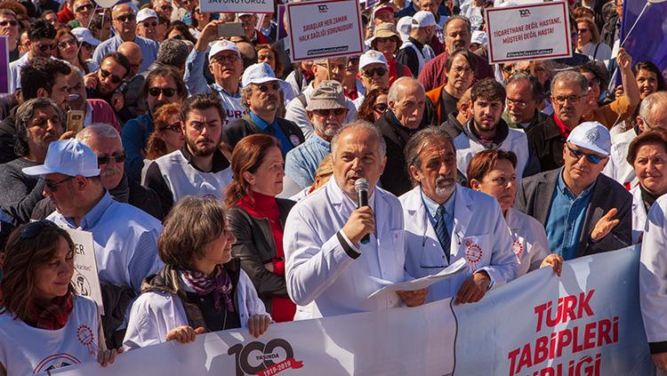 TTB Merkez Konsey Başkanı Dr. Sinan Adıyaman'ın Büyük Hekim Yürüyüşünde Yaptığı Konuşma