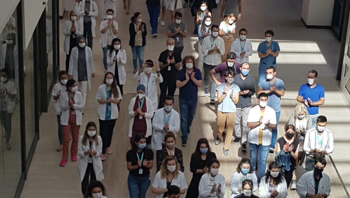 Başakşehir Çam ve Sakura Şehir Hastanesi'ndeki Hekimler Ek Ödeme Adaletsizliğine Artık Yeter Dedi
