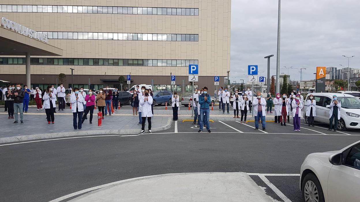 Başakşehir Çam ve Sakura Şehir Hastanesi'nde Sorunlar Çözülmüyor, Hekimlerin Tepkisi Büyüyor