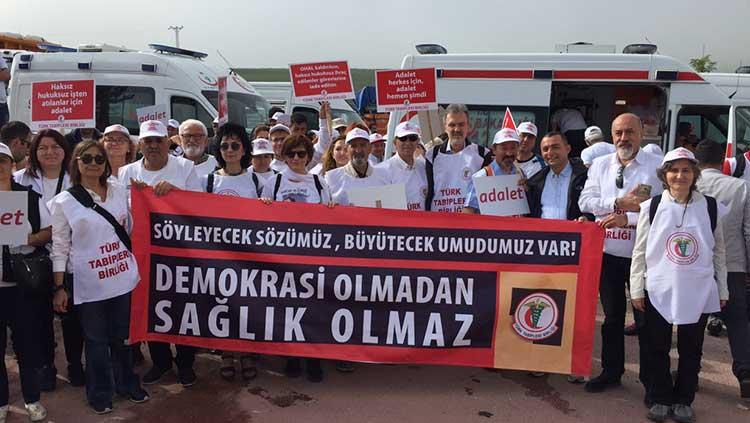 Hekimler Adalet Yürüyüşü'ne Katıldı
