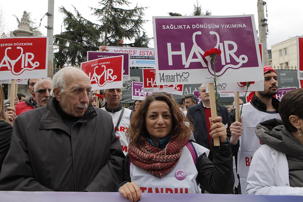 Hekimler ve Sağlık Çalışanlarından Umut ve Coşku Dolu Yürüyüş